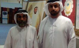 محمد القبيسي مع الكاتب علي ابو الريش في جناح مؤسسة زايد للاعمال الخيرية والانسانية